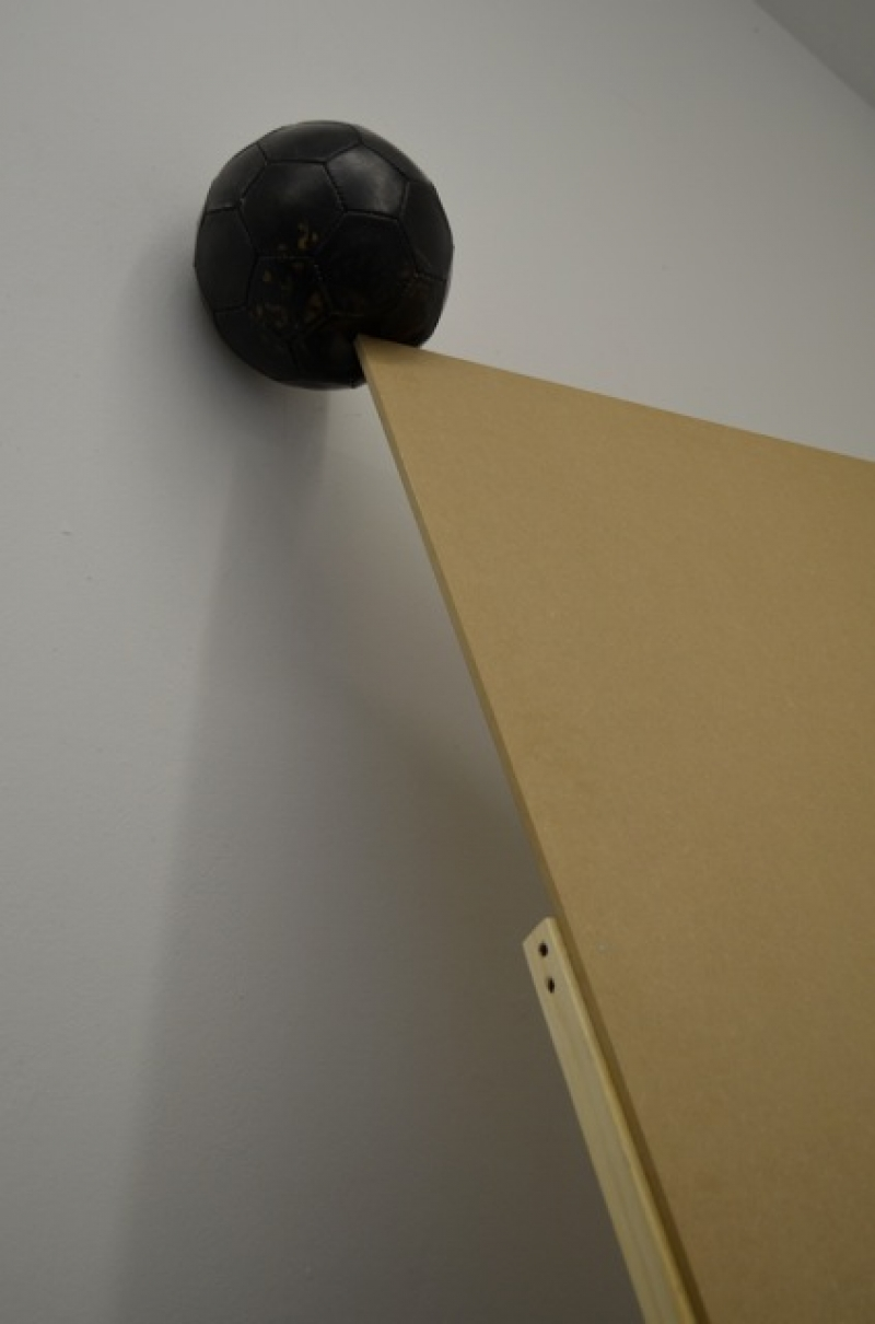 Tiny Domingos, projectedspace: Black ball, 2014, Wood installation / football